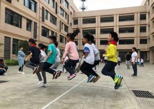 合肥市朝霞小学开展趣味运动会